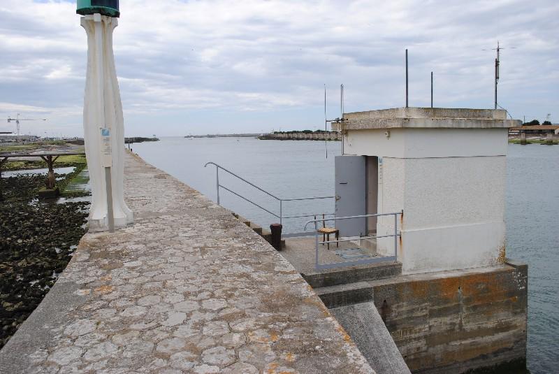 Observatoire marégraphique (crédits SHOM, 2011)