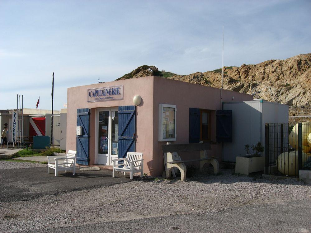 Local du marégraphe (crédits SHOM, 2010)