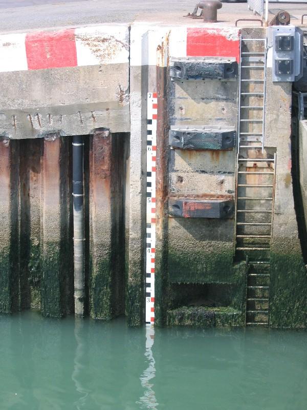 échelle de marée (crédits SHOM, 2007)