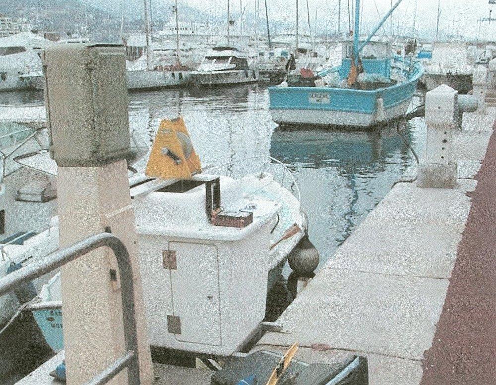 Observatoire marégraphique de Port Hercule (crédits SHOM, 2001)