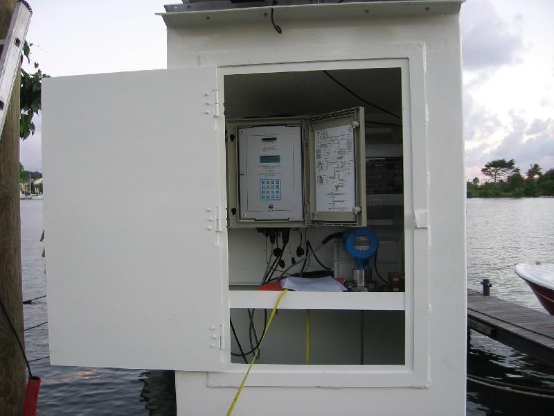 Capteur radar et centrale d'acquisition (crédits SHOM)