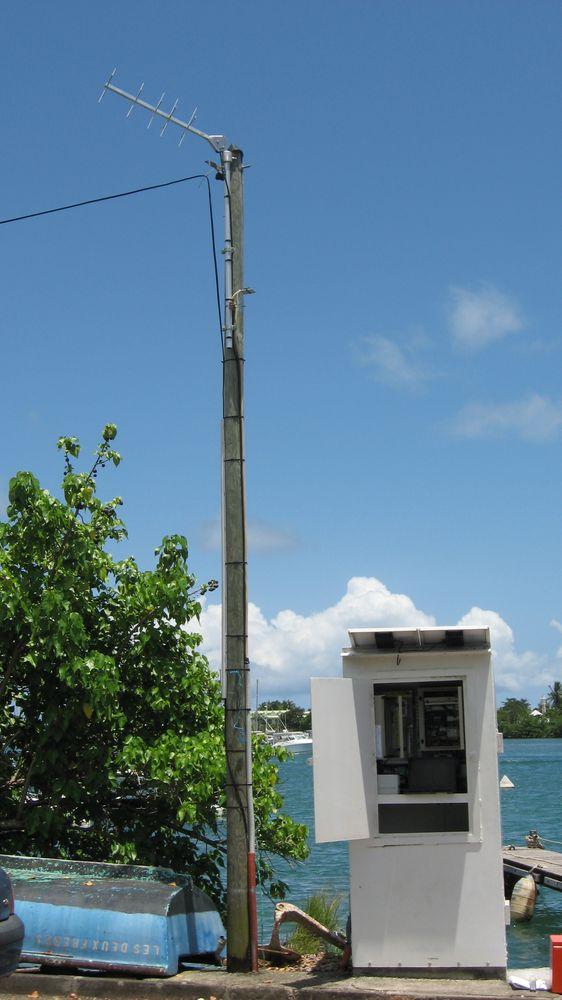 observatoire marégraphique + antenne Pointe-à-Pitre (Crédits SHOM, mai 2012)