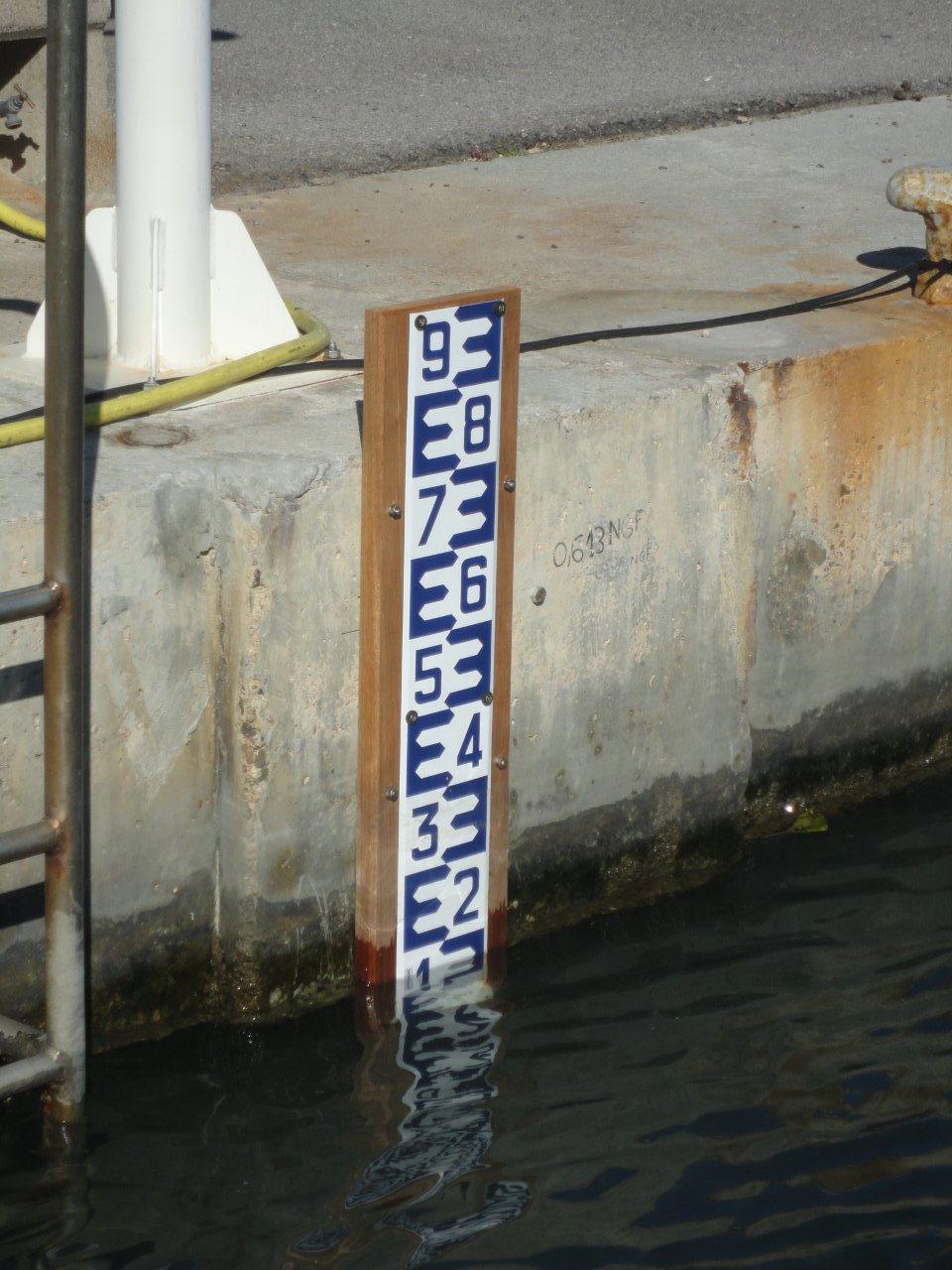 Répère observatoire marégraphique Port-Camargue (Crédits Capitainerie Port-Camargue, octobre 2012)