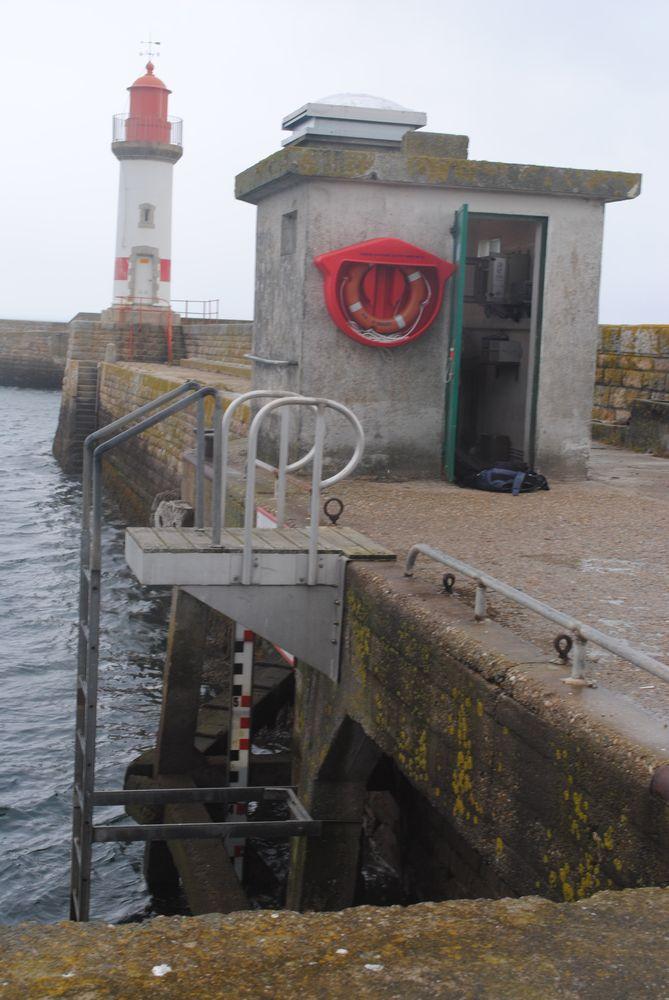 Observatoire Port Tudy échelle marée (Crédits SHOM, 2011)