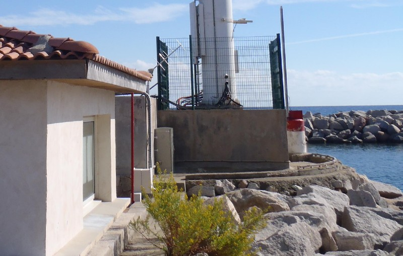 Antenne satellite Yagi à Solenzara (crédits SHOM, 2010)