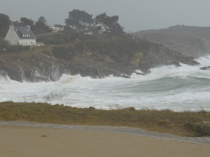View of the shoreline in Trégana (Finistère) during the storm Ulla before high tide (L. Pouvreau, Photo credits SHOM - February 14, 2014) - Click photo to enlarge