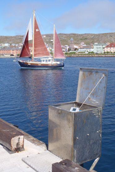 marégraphe radar installé au port de Saint-Pierre - Archipel français de Saint-Pierre et Miquelon (crédits SHOM - Noé Poffa, juin 2012)