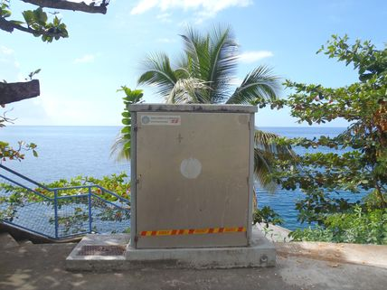 Tide gauge observatory at Prêcheur managed by the Conseil Général de Martinique (Photo credits SHOM, December 2011)