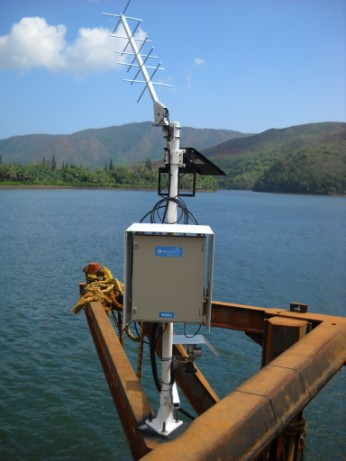 tide gauge at Ouinné (satellite antenna, sata acquisition unit, radar sensor)