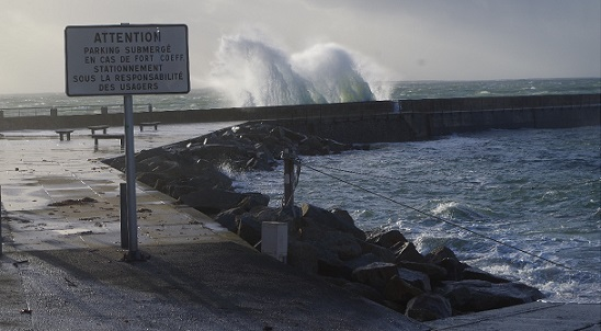 Combined effects of the low pressure system and the high tidal coefficients on 1 February 2014 at the port of Le Conquet near the tide gauge observatory. Click on the image to enlarge (Photo credits SHOM - N. Pouvreau, 01/02.2014)