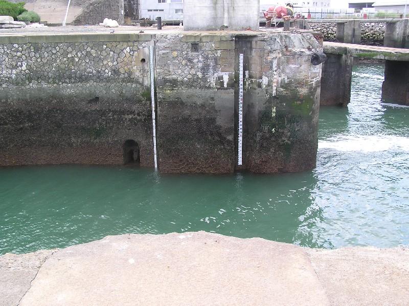 échelle de marée, quai en face du marégraphe (crédits Université de La Rochelle)