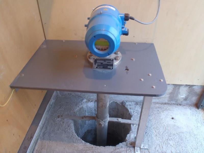 Télémètre radar BM70 et puits (crédits SHOM, 2010)