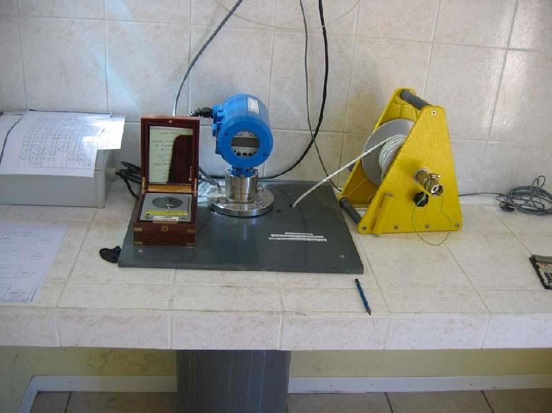 Télémètre radar et puits de tranquilisation (crédits SHOM, 2005)