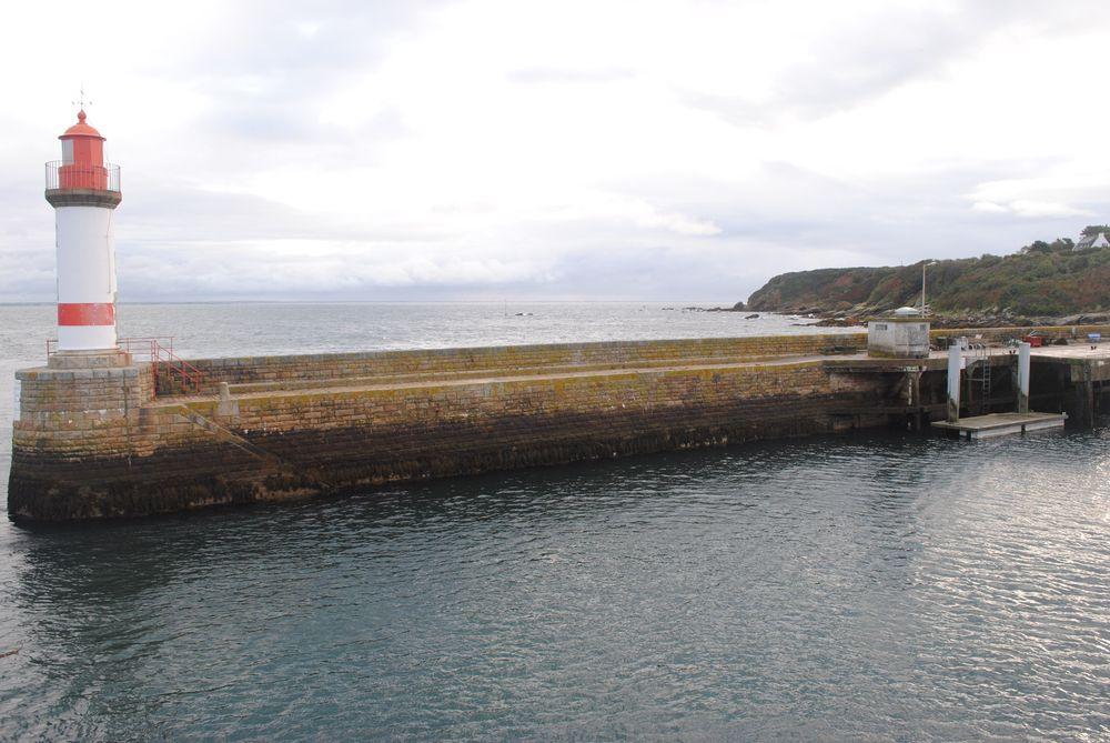 Observatoire marégraphique Port Tudy (Crédits SHOM, octobre 2011)