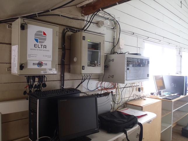 Centrale d'acquisition - transmission (Crédits SHOM, mai 2012)