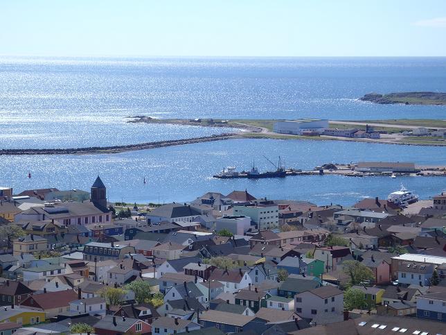 Vue générale du port de Saint-Pierre (Crédits SHOM, juin 2012)